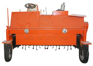 Self-propelled manure compost turner